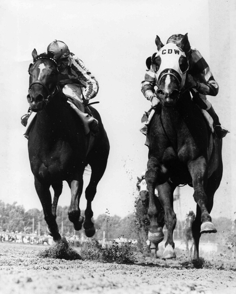 Cicada (on left) racing down the stretch at Delaware Park (Delaware Park Photo/Museum Collection)
