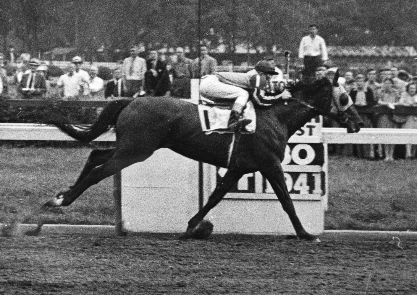 Devil Diver (Jack Skelly up) wins the 1941 Hopeful at Saratoga Race Course (International News Photos/Museum Collection)