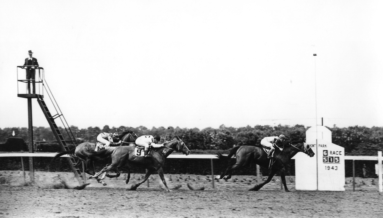 Devil Diver (George Woolf up) winning the 1943 Metropolitan Handicap at Belmont Park (Mike Sirico/Museum Collection)