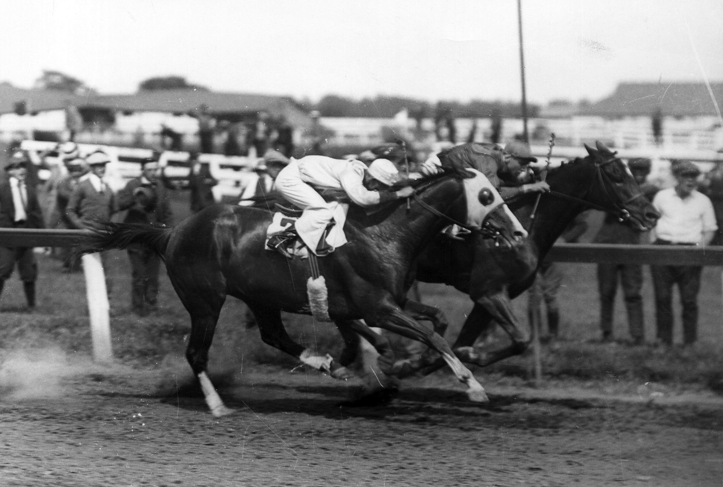 Exterminator (Albert Johnson up) defeating fellow Hall of Famer Grey Lag in the 1922 Brooklyn Handicap at Aqueduct (Museum Collection)