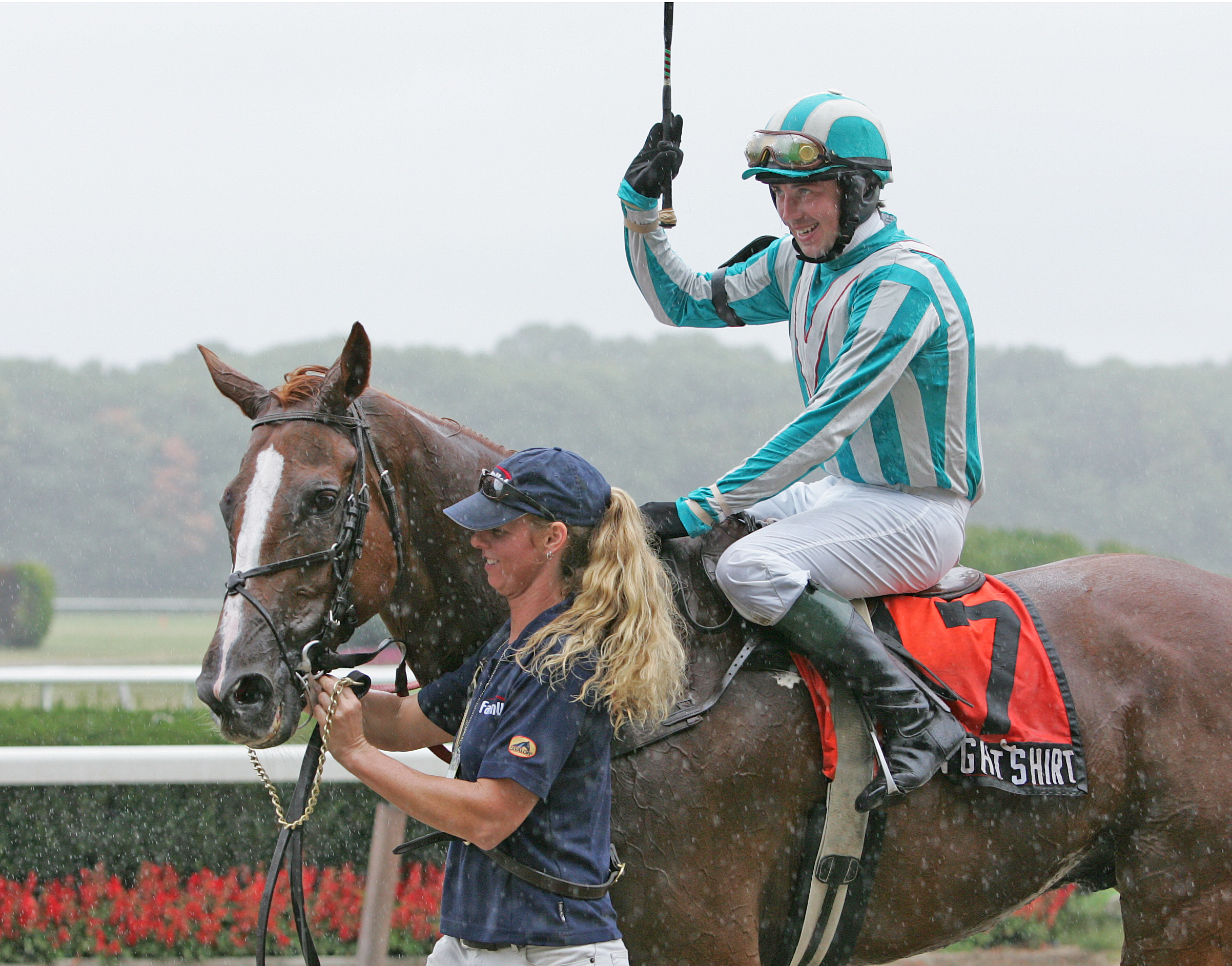 Good Night Shirt and Willy Dowling after winning the 2007 Lonesome Glory (Tod Marks)