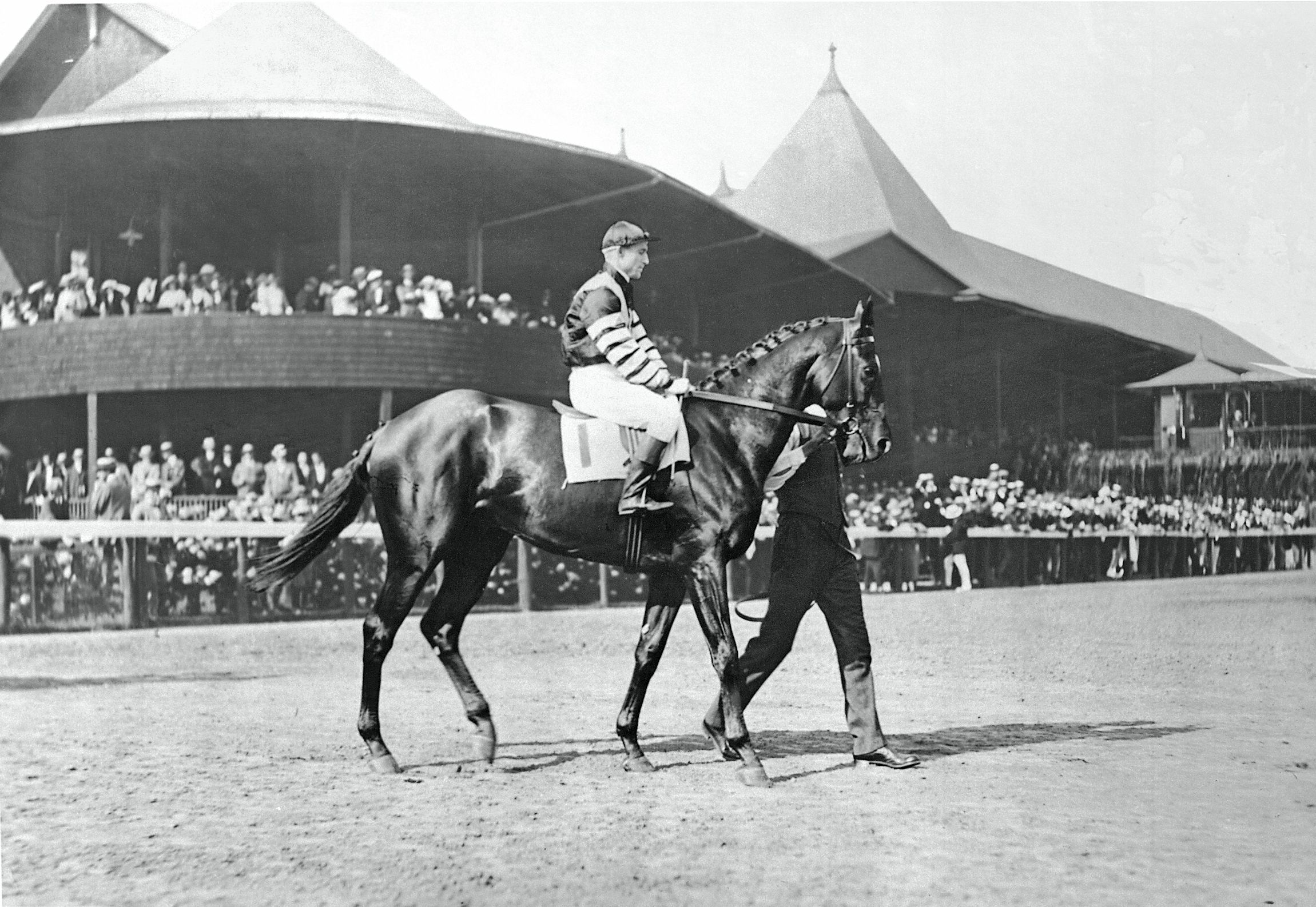 Man o' War (Andy Schuttinger up) at the 1920 Travers Stakes (Keeneland Library Cook Collection)
