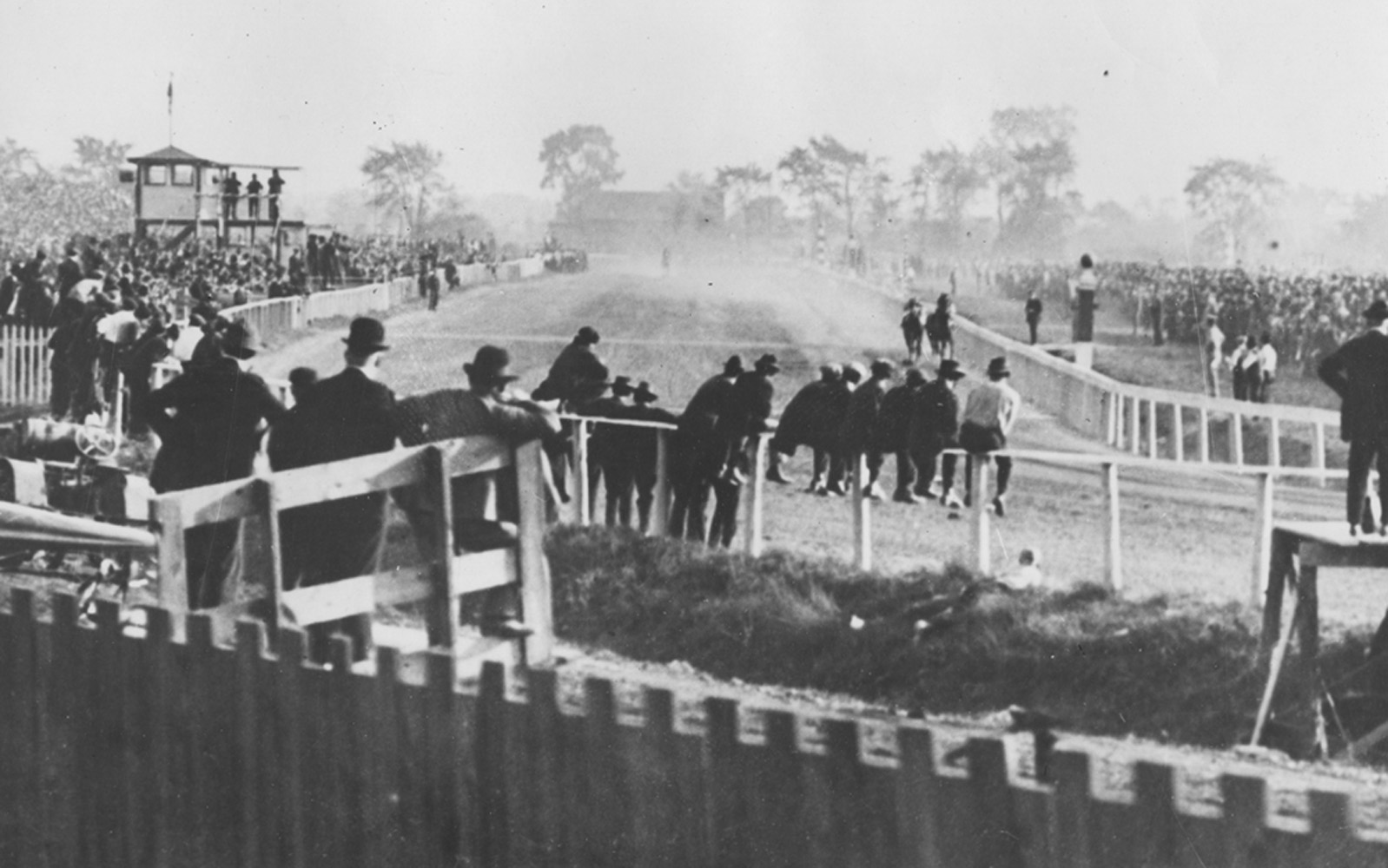 Man o' War duels Sir Barton in the Kenilworth Gold Cup match race on Oct. 12, 1920 in Windsor, Ontario (Brown Bros./Museum Collection)