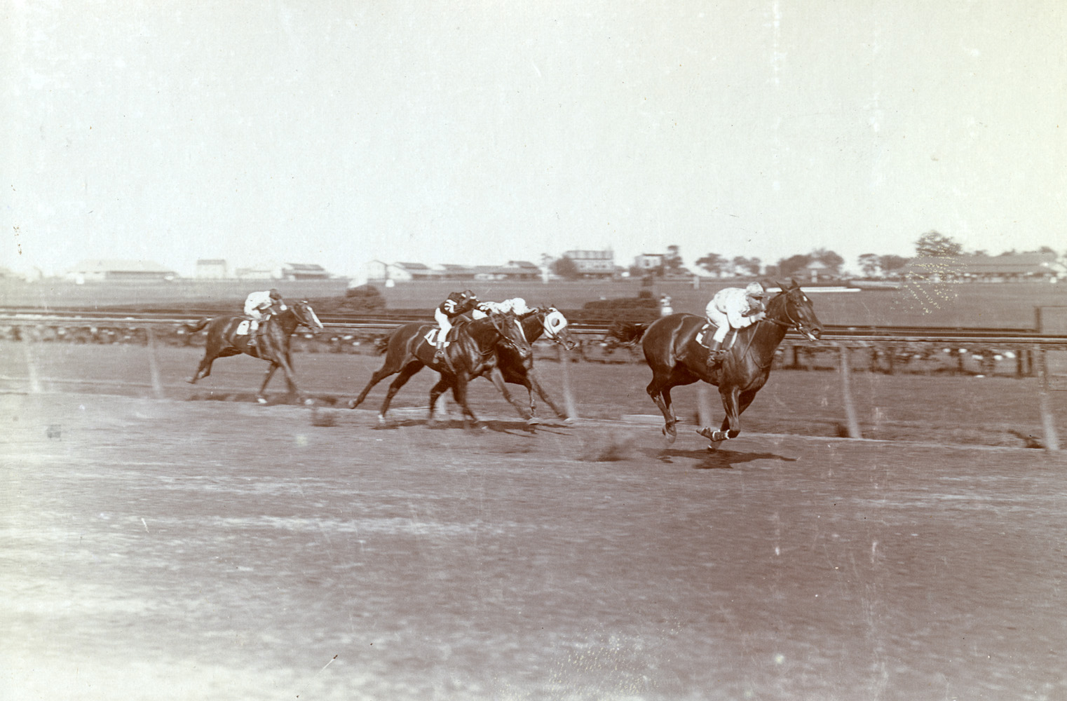 Maskette (Joe Notter up) wnning the 1908 Futurity at Sheepshead Bay (Keeneland Library Hemment Collection)