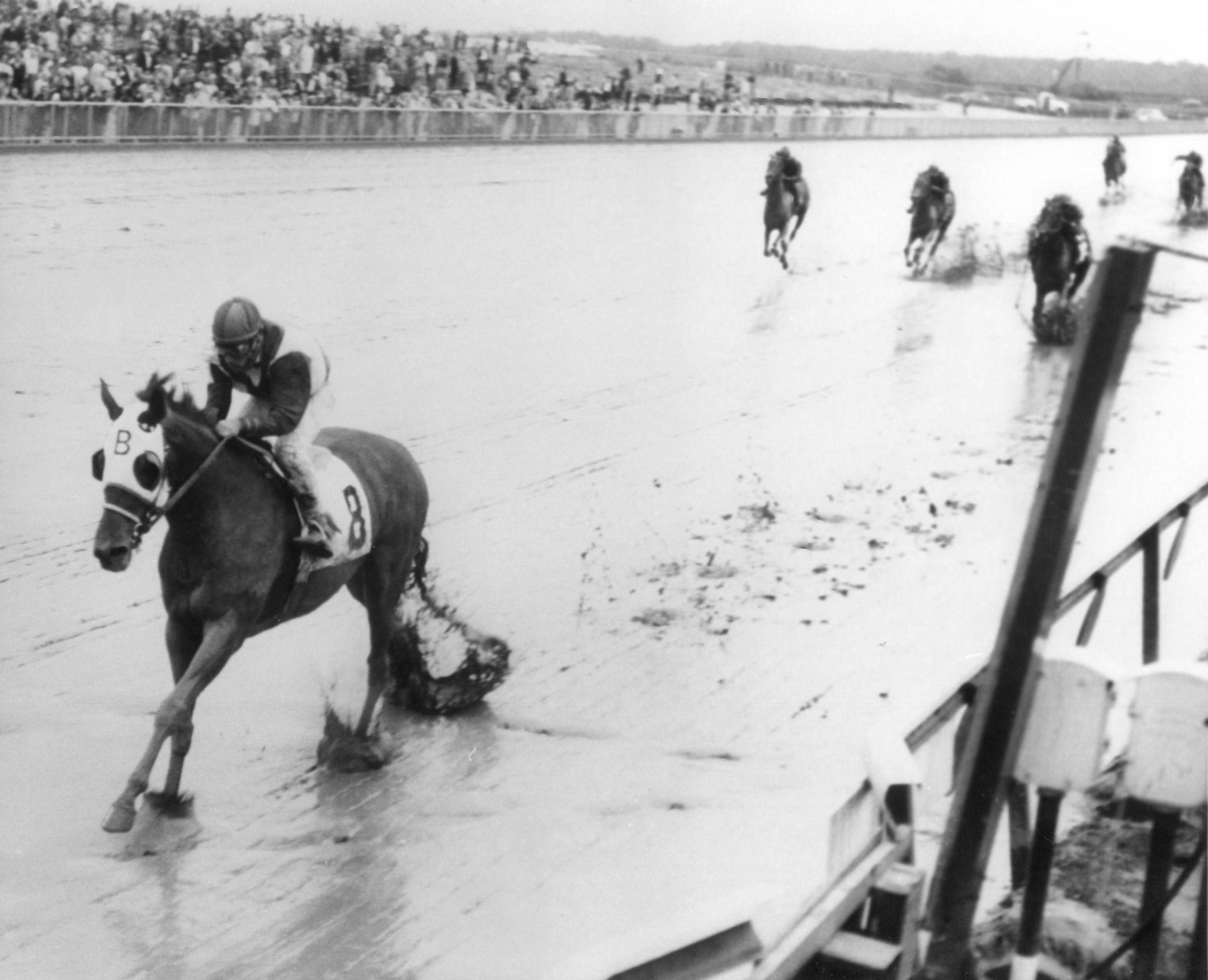 Tosmah (Sam Boulmetis up) winning the 1963 Mermaid Handicap at Atlantic City Race Course (Turfotos/Museum Collection)