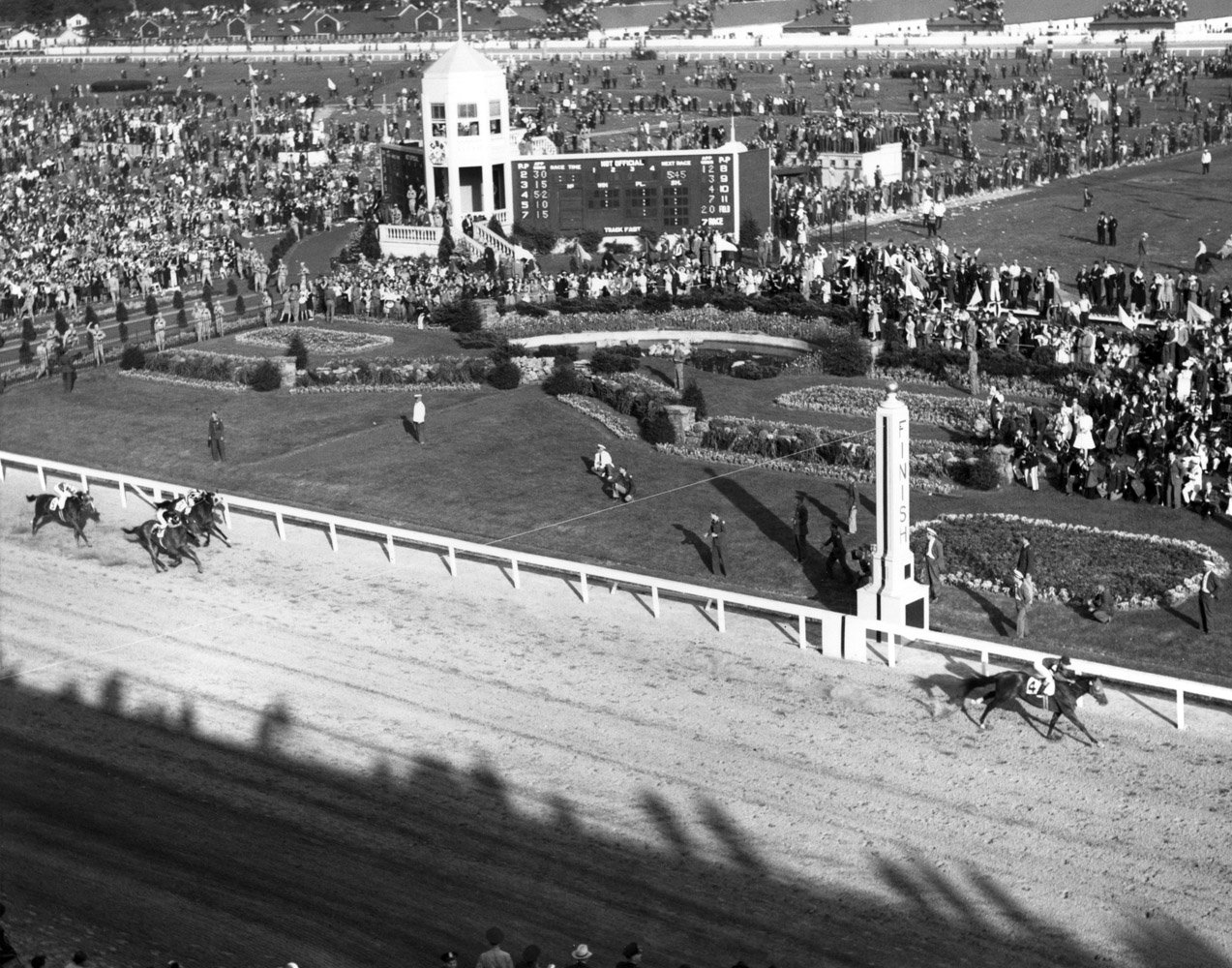 Aerial view of the finish in the 1941 Kentucky Derby, won by Whirlaway with Eddie Arcaro up (Churchill Downs Inc./Kinetic Corp. /Museum Collection)