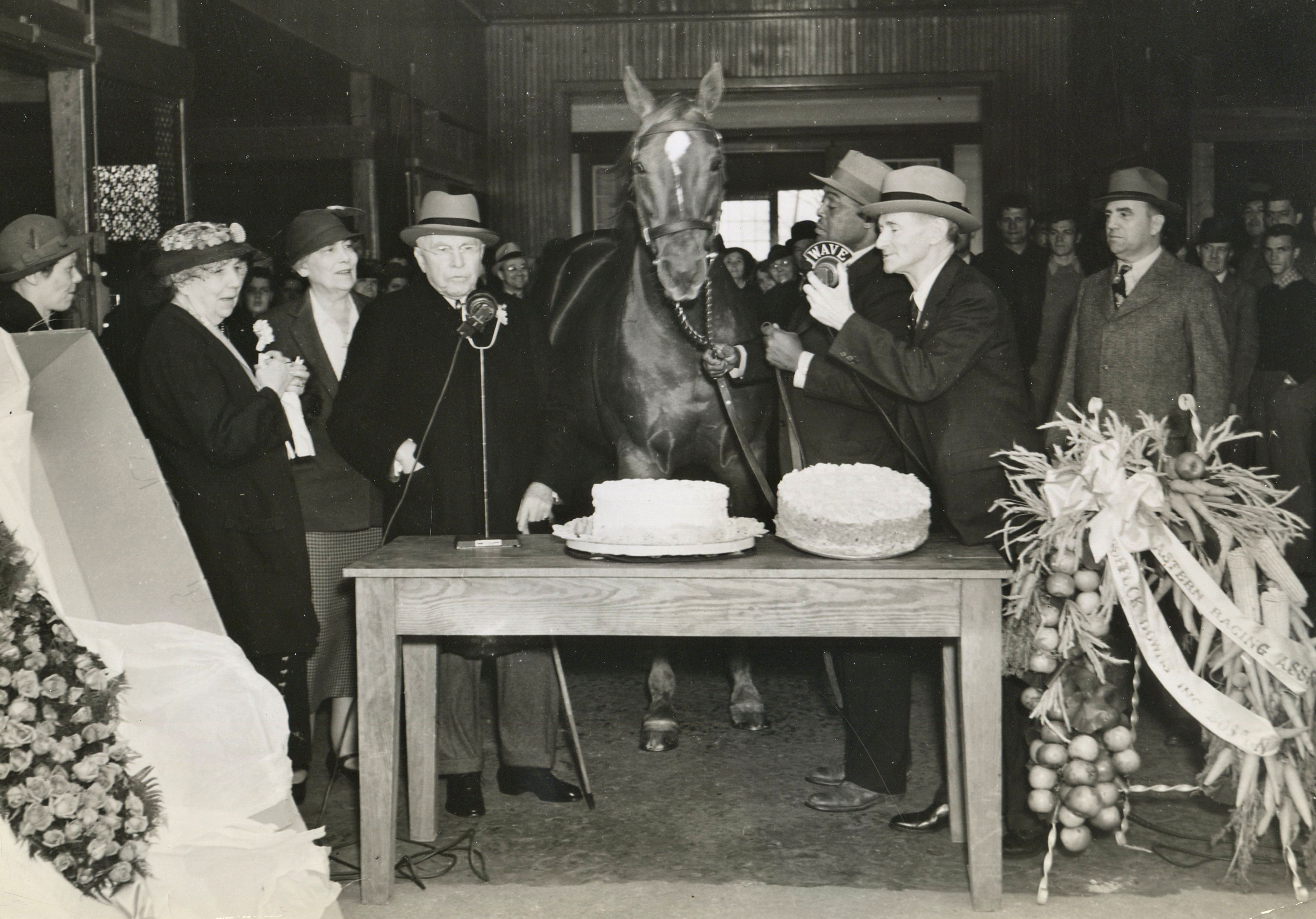 Man o' War being celebrated on his birthday during retirement (TurfPix/Museum Collection)