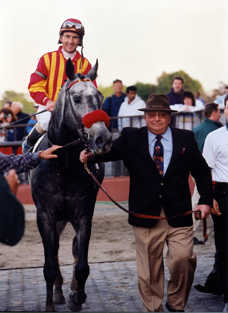 Jerry Bailey and Skip Away being led into the winner's circle by trainer Sonny Hine at Saratoga in 1998 (Barbara D. Livingston/Museum Collection)