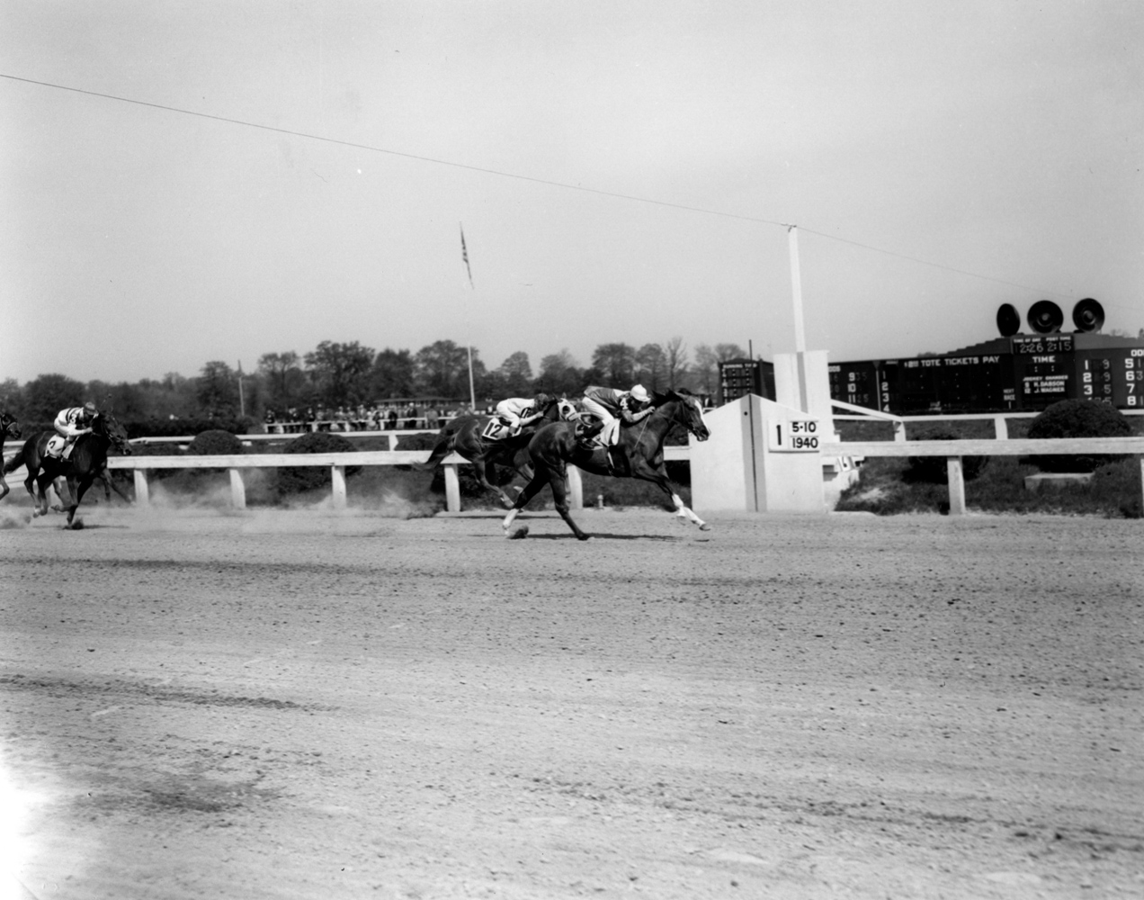 Ralph Neves and Sun Ginger winning a race at Pimlico, May 1940 (Keeneland Library Morgan Collection/Museum Collection)