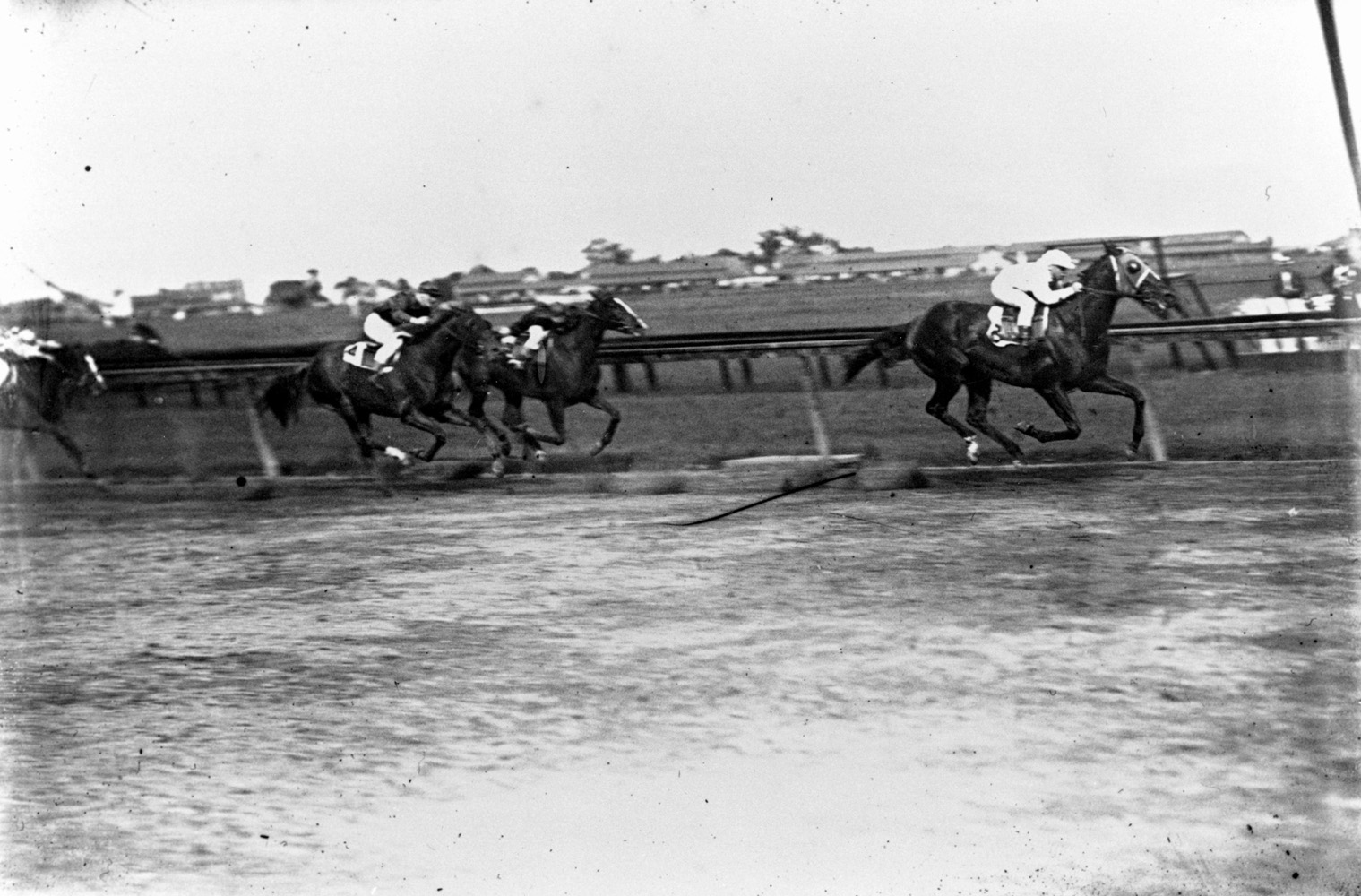 Joe Notter and Peter Pan winning the 1907 Advance Stakes at Sheepshead Bay (Keeneland Library Cook Collection/Museum Collection)