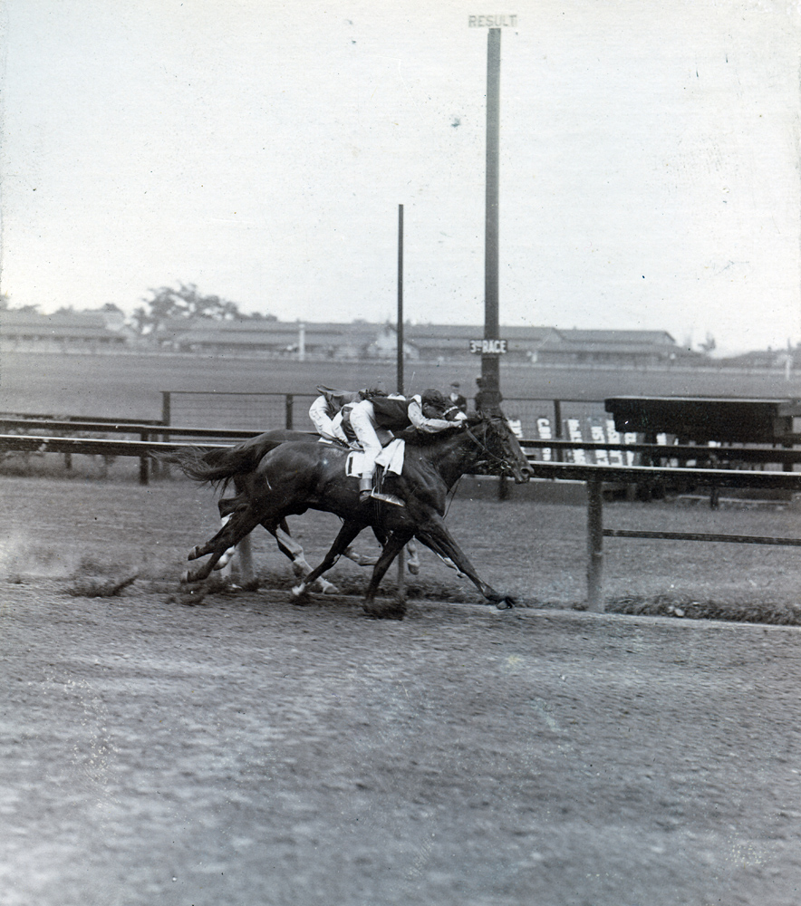 Vincent Powers and Dalmatian winning the 1909 Surf Stakes (Keeneland Library Hemment Collection)