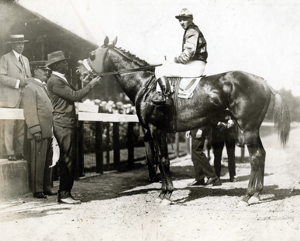 Earl Sande and Sir Barton in the winner's circle at Saratoga (Museum Collection)