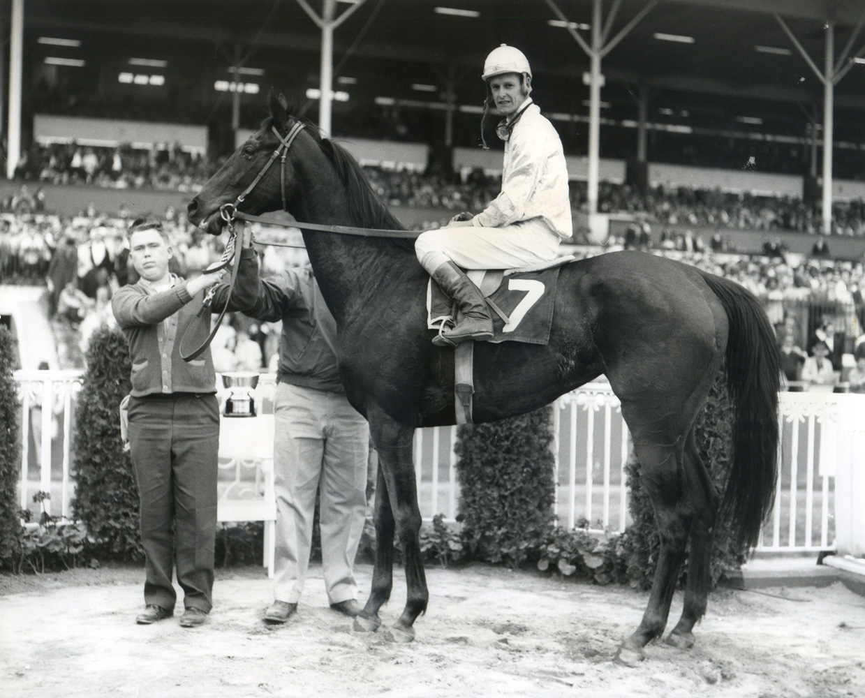 John Sellers and Juanita in the winner's circle for the 1965 Betsy Ross Handicap at Garden State Park (Jim Raftery Turfotos/Museum Collection)