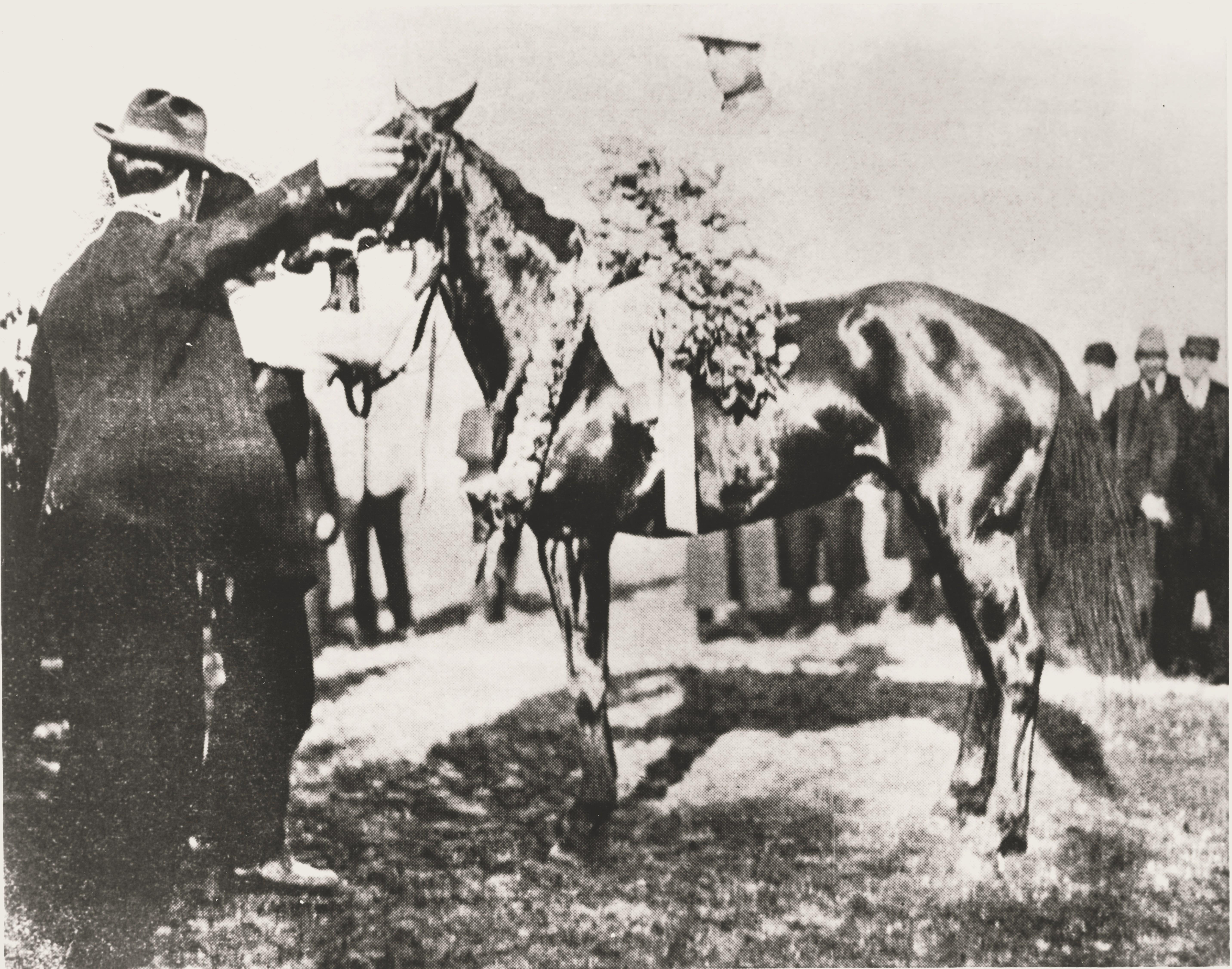 Vincent Powers aboard Wintergreen after winning the 1909 Kentucky Derby (Kentucky Derby Museum)