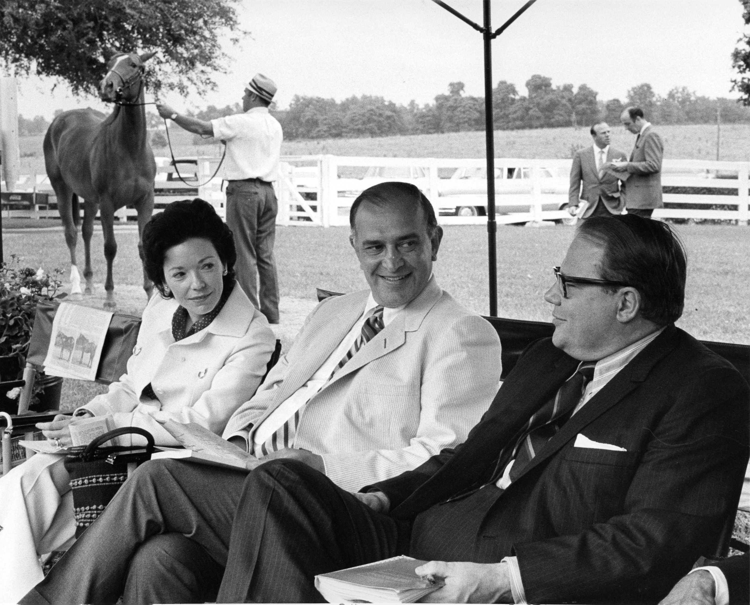 Mr. and Mrs. Nelson Bunker with John Gaines (center) (Keeneland Association)