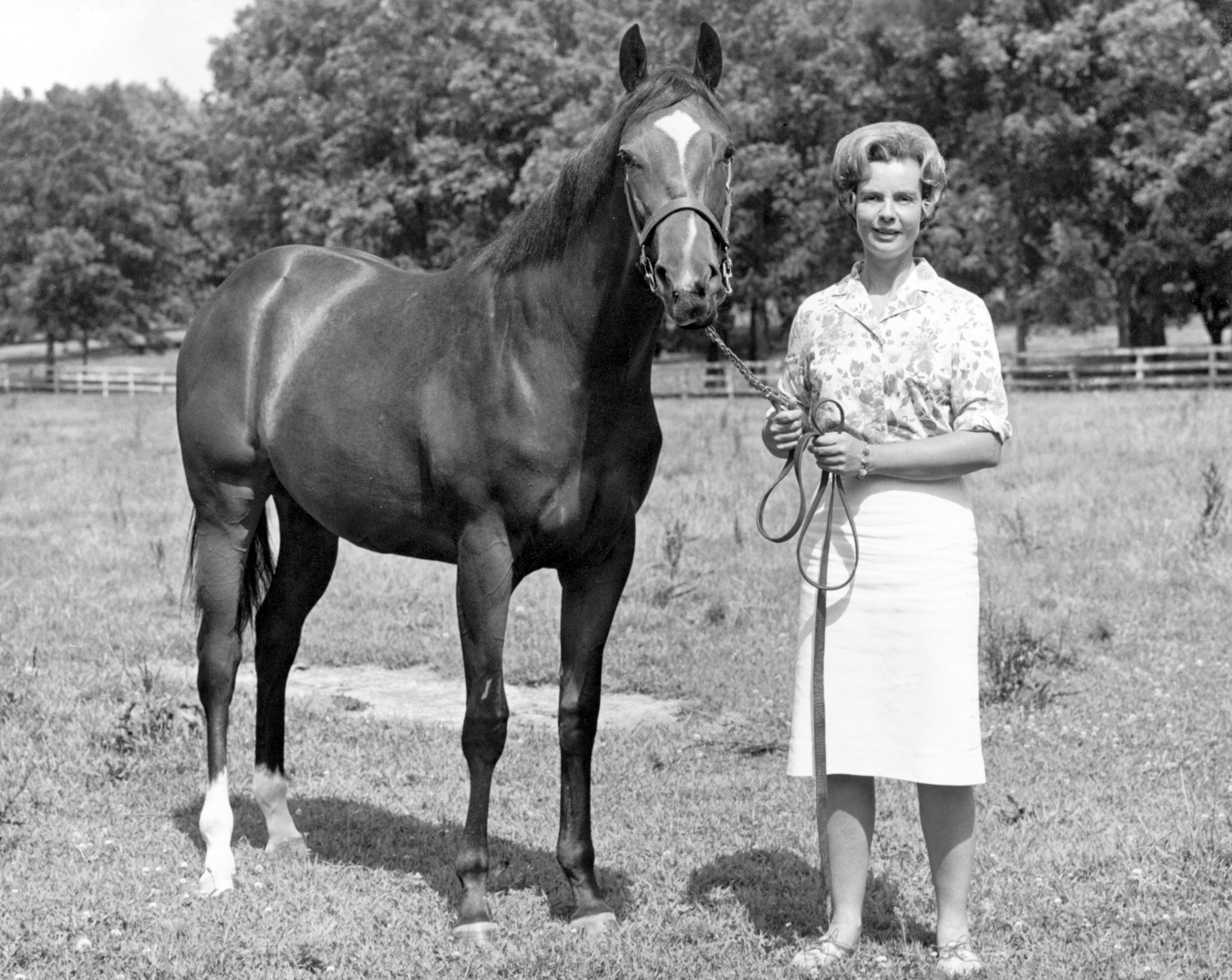 Alice Headley Chandler with a Pillow Talk yearling (Keeneland Library Thoroughbred Times Collection)
