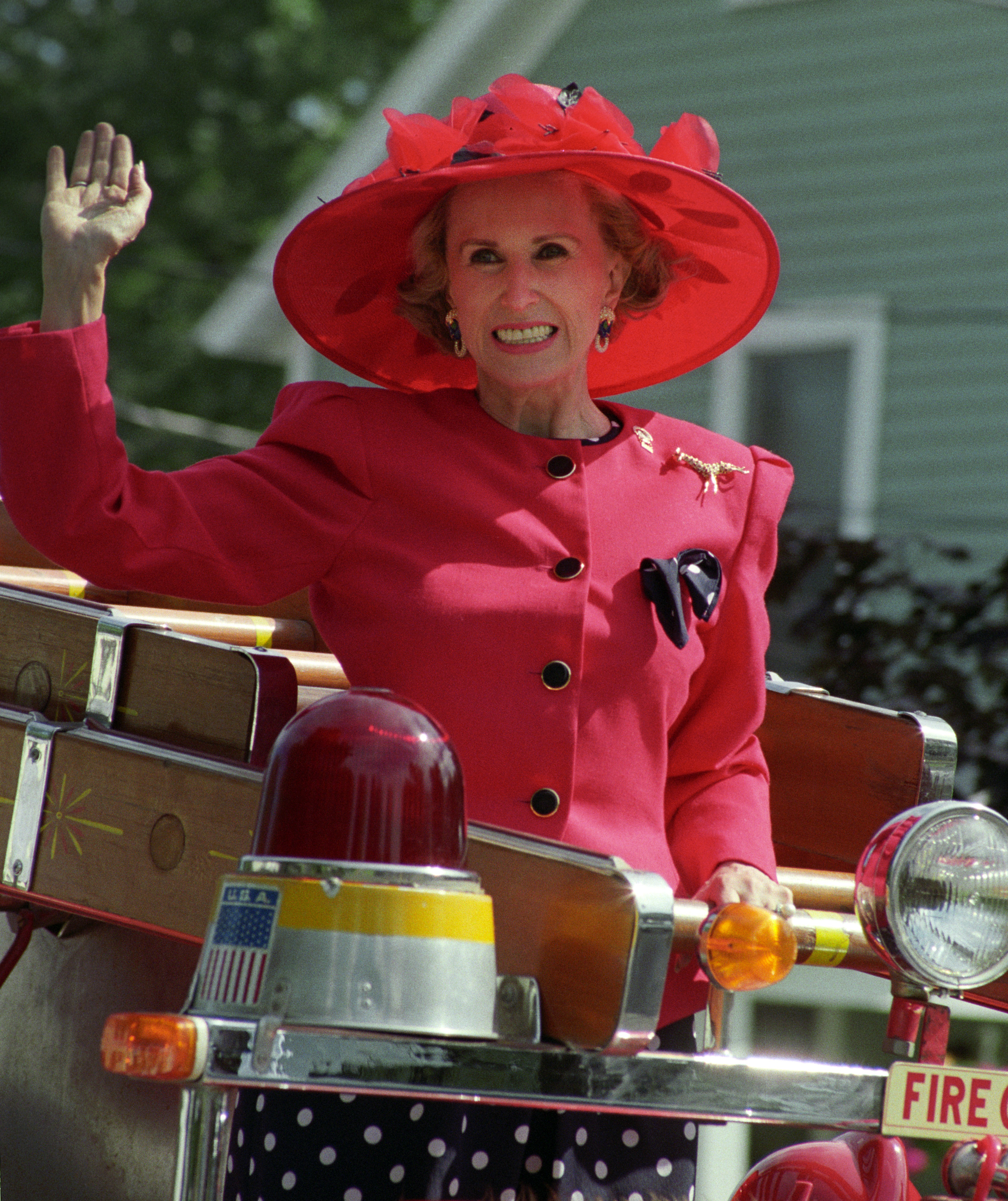 Marylou Whitney, 1990 Saratoga parade (Barbara D. Livingston)