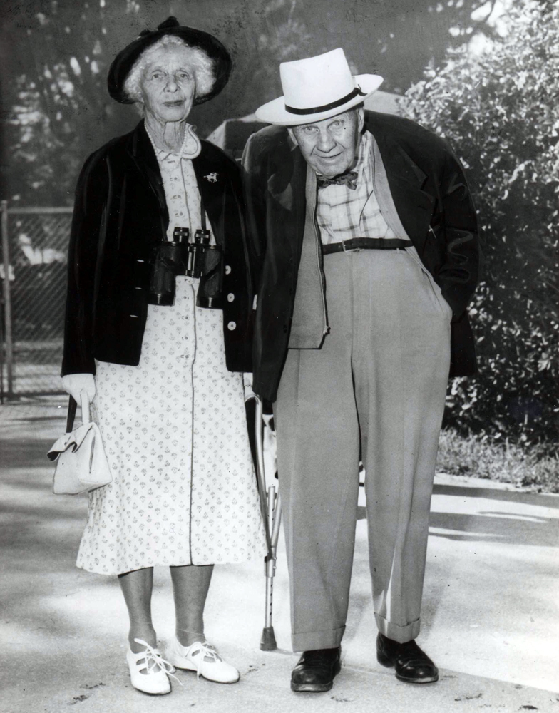 """Gladys Mills Phipps and trainer """"Sunny Jim"""" Fitzsimmons at Saratoga (Keeneland Library Morgan Collection/Museum Collection)"""