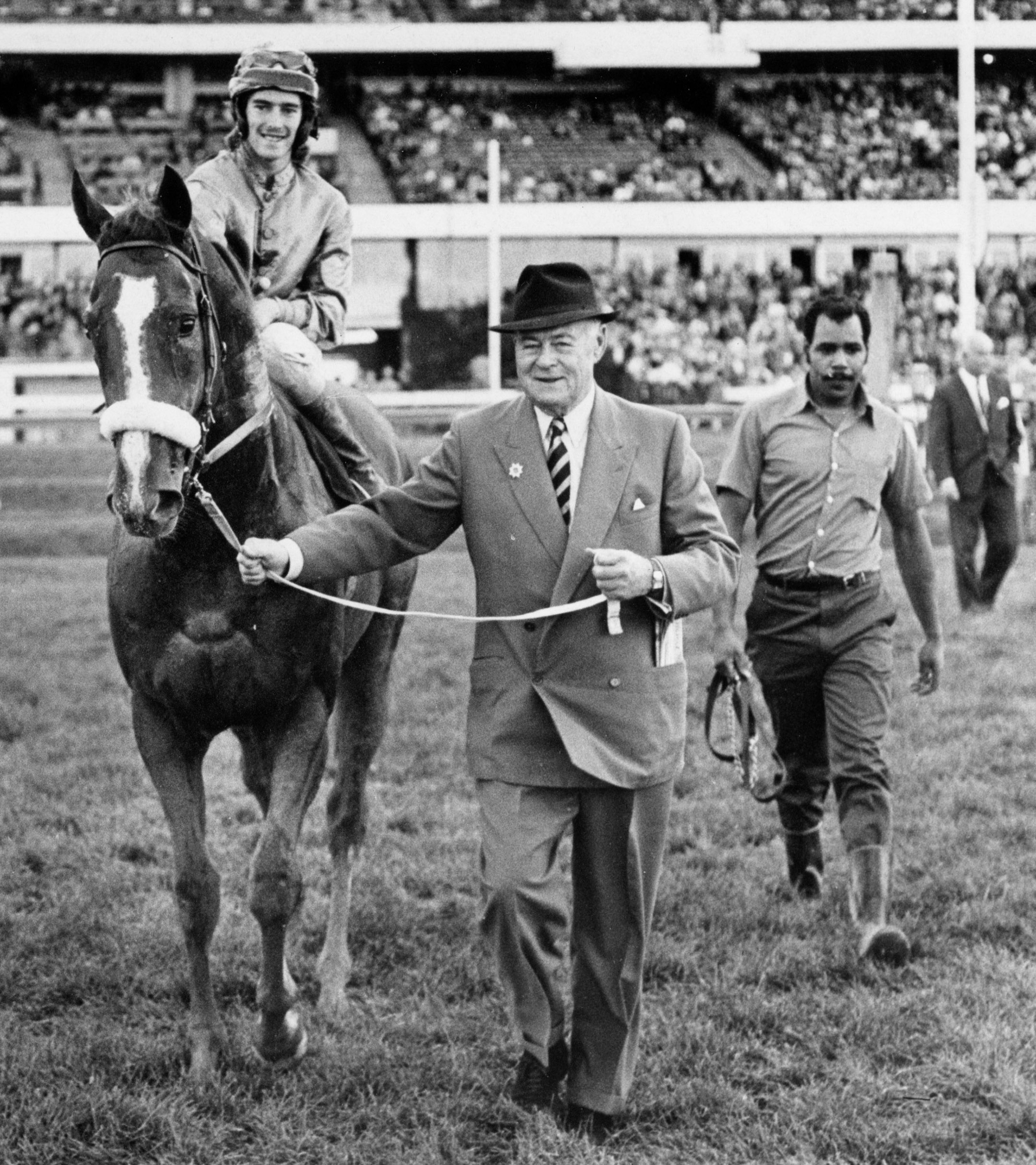 E.P. Taylor leading in Minsky (Sandy Hawley up) after winning the 1971 Durham Cup Stakes at Woodbine (Michael Burns/Museum Collection)