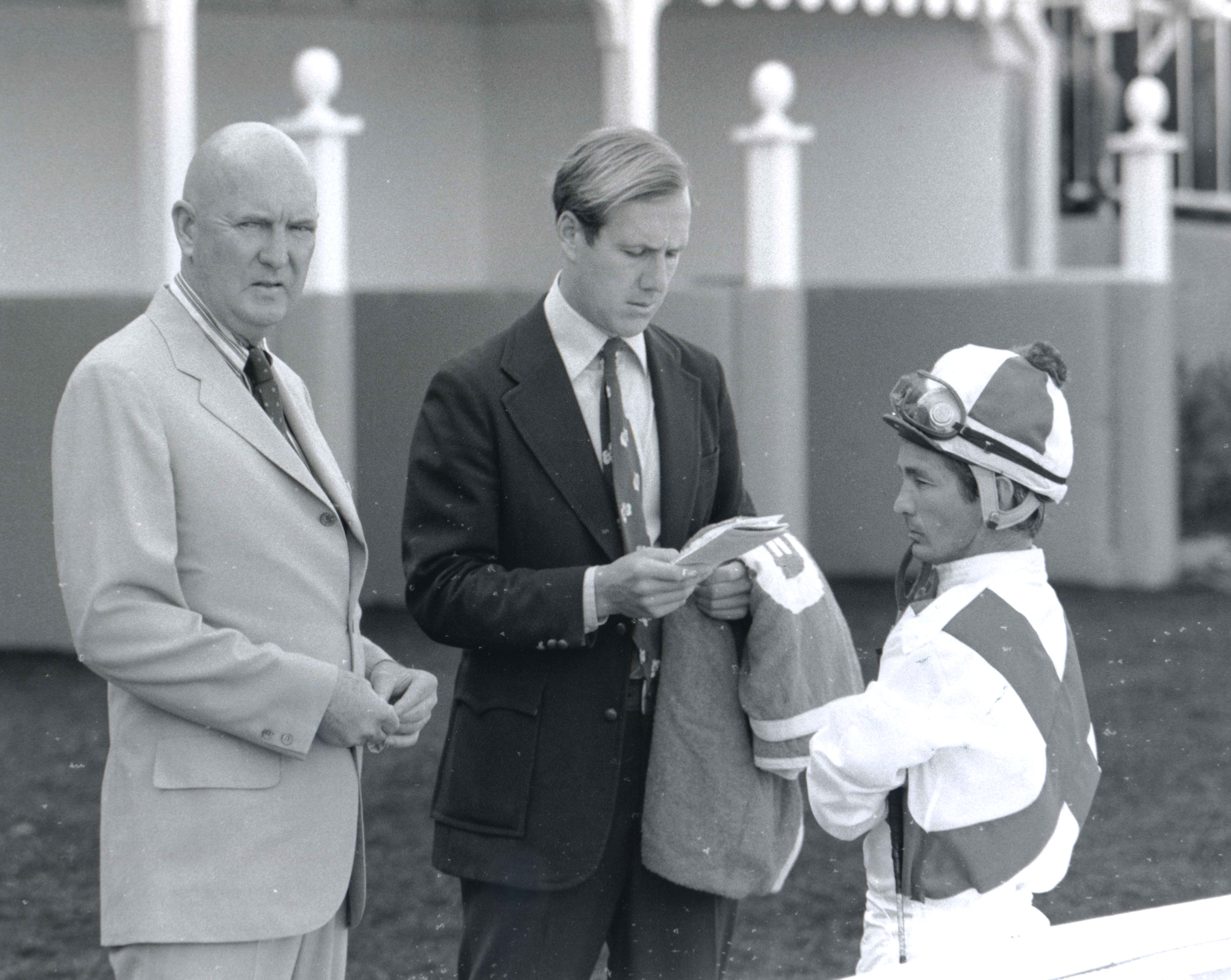 Charles Whittingham, Neil Drysdale, and Bill Shoemaker in the saddling area at Hollywood Park in 1973 (Bill Mochon/Museum Collection)