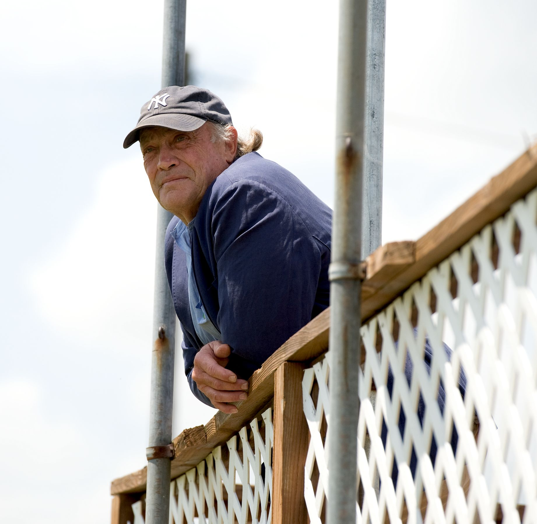 Tom Voss watches Sharp Island win from the infield stand (Tod Marks)