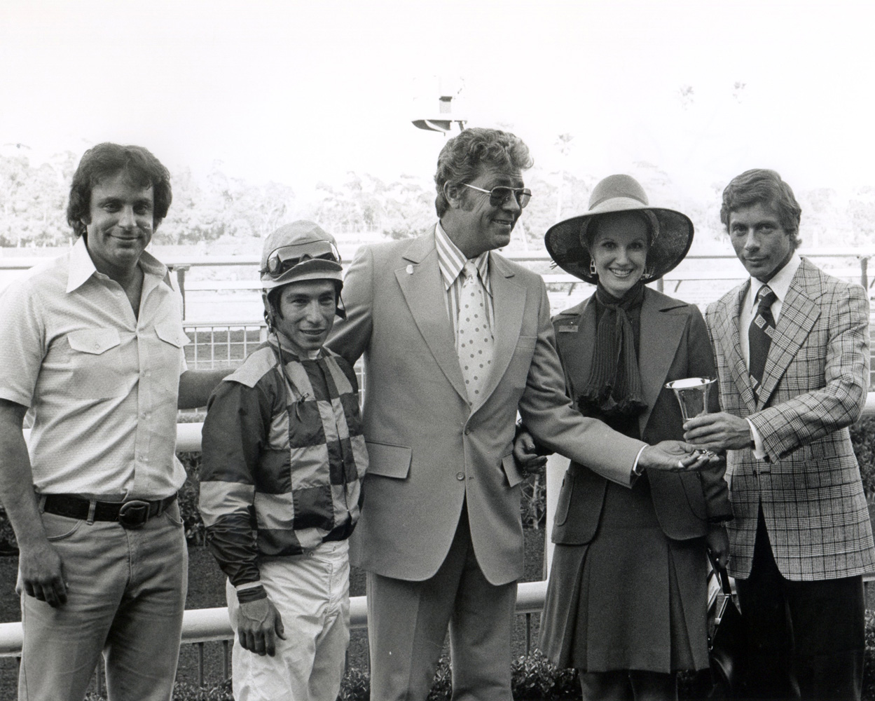Bobby Frankel, jockey Laffit Pincay, Jr, actor Cliff Robertson, Linda Pincay, and an unidentified man. at a trophy presentation at Hollywood Park, May 1973 (Bill Mochon/Museum Collection)