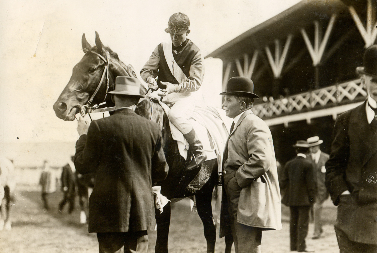 Trainer Sam Hildreth with his horse Fitz Herbert (Eddie Dugan up) at Gravesend in 1908 (Museum Collection)