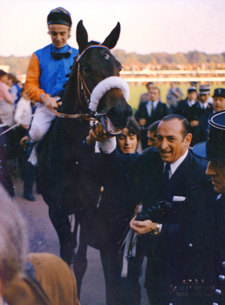 Trainer Angel Penna, Sr. and San San after winning a race at Chantilly (8/10/1972) (A. P. R. H. Bertrand/Museum Collection)